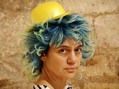 Sylvaine Hinglais, créatrice de la compagnie, auteure des textes et metteuse en scène.